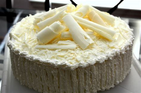 white chocolate cake ivoire royale white chocolate mousse berry cake milo