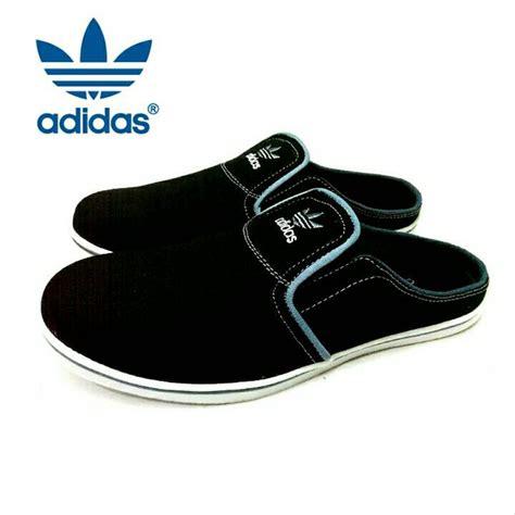 Sepatu Santai Hitam jual sandal slop adidas hitam sepatu slop pria santai