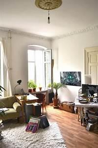 Wg Zimmer Einrichten : wg zimmer traum in berlin kreuzberg mit laminatboden und ~ Watch28wear.com Haus und Dekorationen