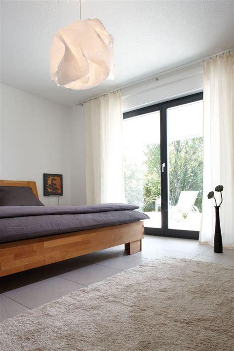 minimalistisches schlafzimmer im luxus fertighaus