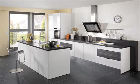 cuisine brillante cuisine brillante blanche sur extensions de