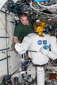 File:ISS-36 Chris Cassidy works with Robonaut 2.jpg ...