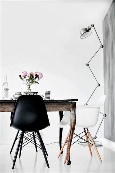 hang lounge stoel zwarte eames stoel interieur inrichting