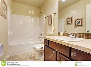 empty bathroom in soft ivory color with tile wall trim With salle de bain carrelage beige