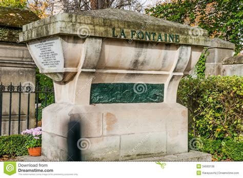 pere la chaise of la fontaine in pere lachaise cemetery stock photo