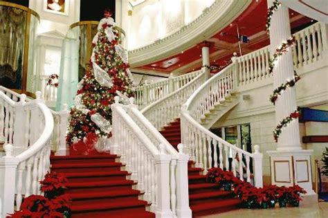 holiday decorations aboard cruise ships