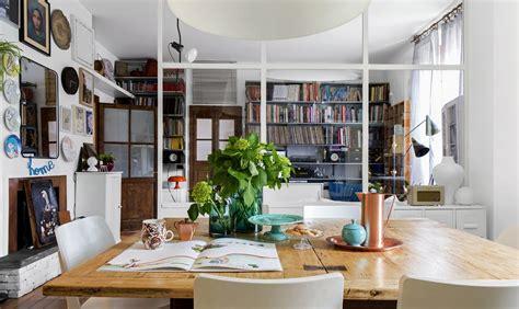 Parete vetrata tra soggiorno e cucina: trasformazione di
