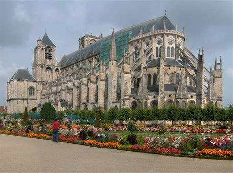 maison de la literie bourges catedral de bourges 1195