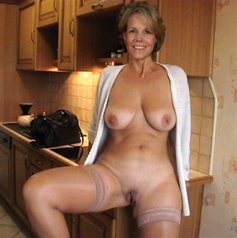 Ehefrauen nackt sexy Cougar Sexy Mature: