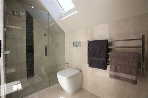 bathroom tile feature ideas 30 pictures and ideas contemporary bathroom tile