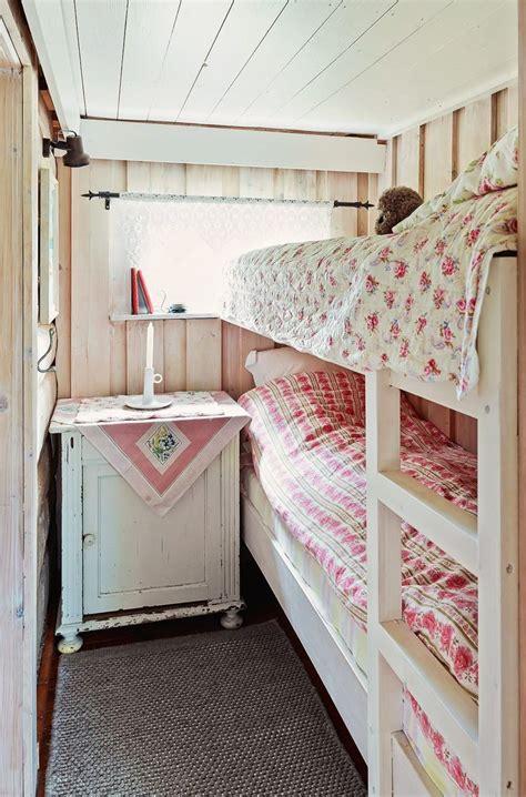 small cottage bedroom 17 best ideas about small bedroom arrangement on pinterest 13310   9ce4dc466d95559e5654fb7cd1e4ada1