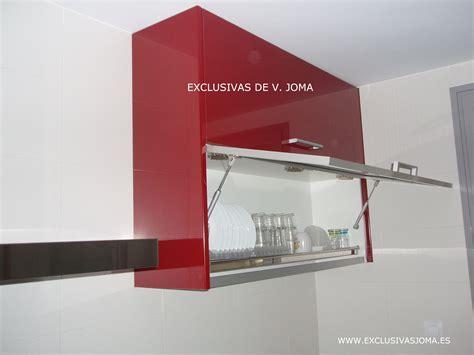 muebles de cocina en formica alto brillo en color granate