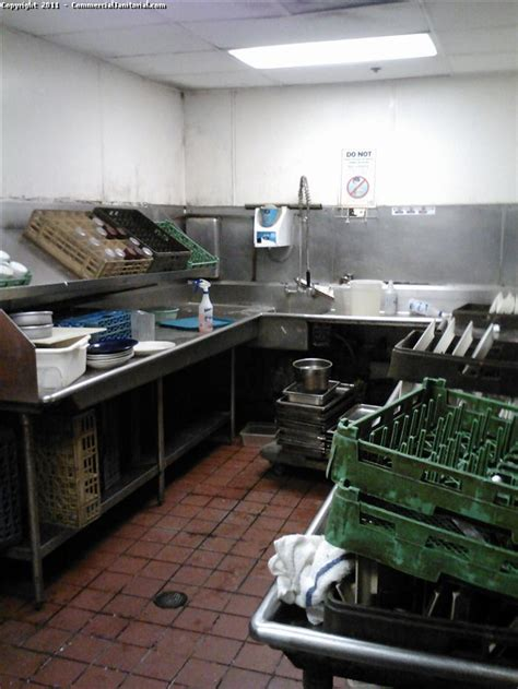 industrial kitchen cleaning  image