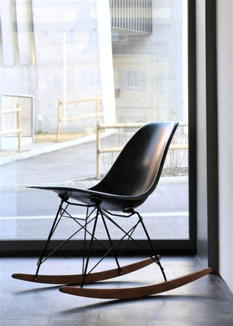 chaise a bascule design chaise design eames un classique intemporel du design