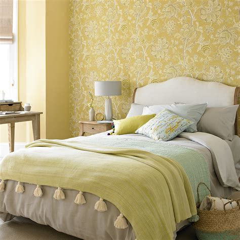 Bedroom Decorating Ideas For Yellow Walls by Yellow Bedroom Ideas For Mornings And Sweet Dreams