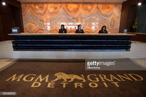 mgm front desk employees work the front desk at mgm resorts