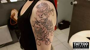 Tatoo Femme Bras : tatouage rose dentelle epaule femme ~ Farleysfitness.com Idées de Décoration