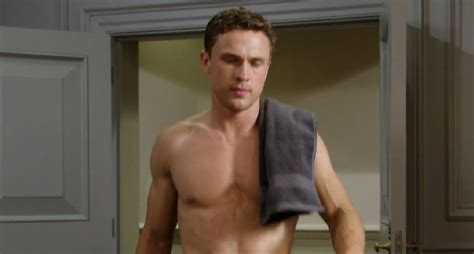William Moseley Goes Shirtless, Bares Hot Bod On 'the