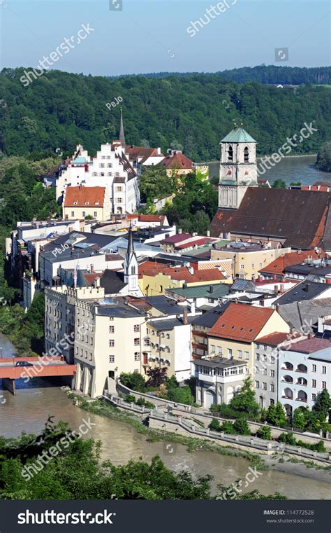 the small city of wasserburg am inn is situated in a