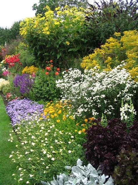 Garten Pflanzen Planung by Bl 252 Hende Blumenbeete Garten Landschaft Farben Planung