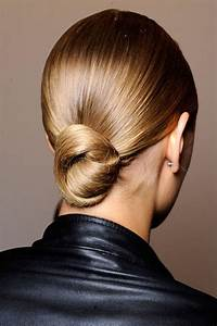 50 Professional Hairstyles For Work That Are Actually Wearable