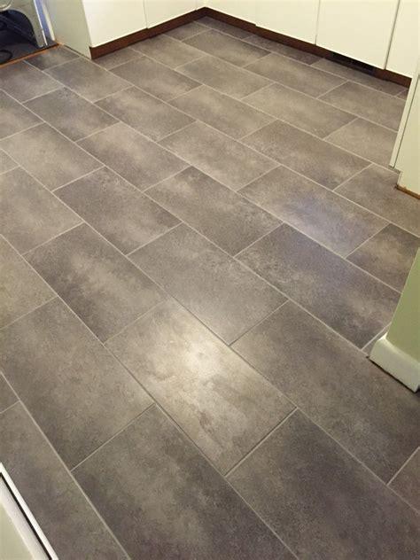 Fliesen Legen Boden by Lay Vinyl Floor Tiles Linoleum Bathrooms Remodel In