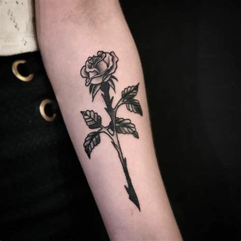 dessins de tatouage fleur  leurs significations