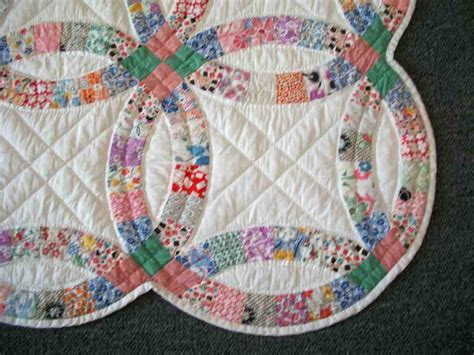 double wedding ring quilt traditional gift idea wedding and bridal inspiration