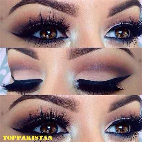 apply makeup  blue eyes eyeliner  blue eyes