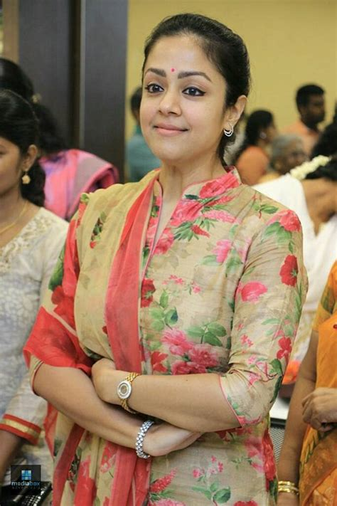 actress jyothika surya facebook jyothika surya actress jyothika launches shringaram