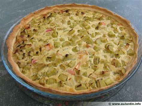 cuisiner de la rhubarbe tarte à la rhubarbe recette de cuisine