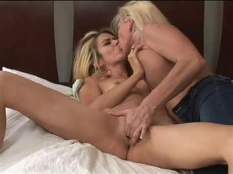 Lesbian Milf Seduces Blonde Teen Free Porn Sex Videos Xxx Movies