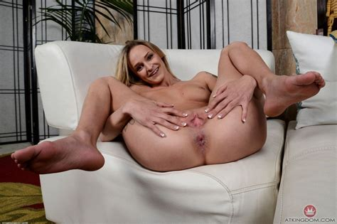 Erotic Babe Emma Hix Strips And Spreads Pussy 2 Of 2