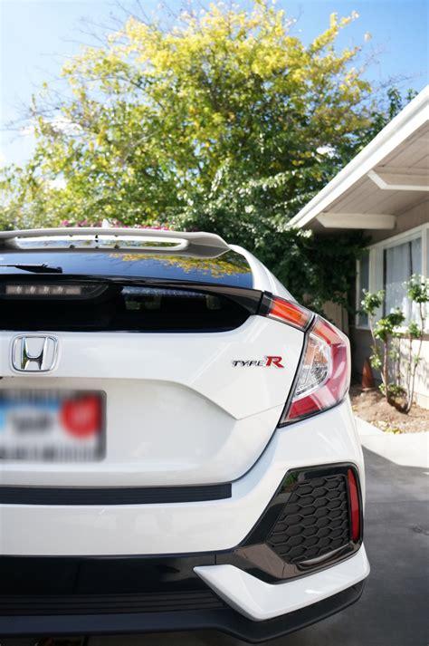 honda civic hatchback tinted window  type  logo