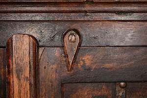 le brou de noix pour teinter et proteger vos meubles renoves With teindre un meuble deja teint
