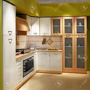Cuisine Moderne En Bois : cuisine en bois moderne avec porte coulissante armoire de cuisine en bois moderne armoire ~ Preciouscoupons.com Idées de Décoration