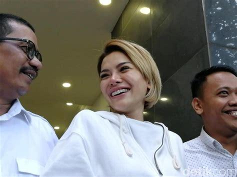Lepas Hijab Nikita Mirzani Iman Niki Belum Kuat