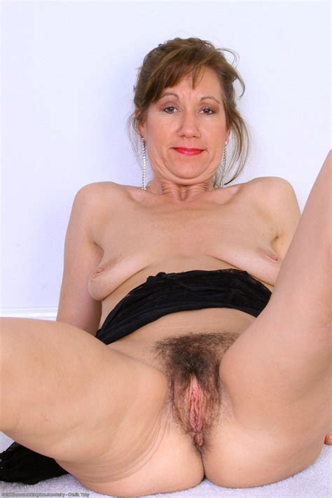 spredmx.jpg in gallery Mature Milf Older Spreading Legs MIX 13 (Picture 1) uploaded by CCarL on ...