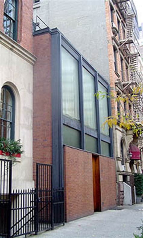 Pretty House Sophisticated Guesthouse by Rockefeller Guest House New York By Philip Johnson