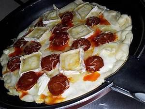 Recette Pizza Chevre Miel : recette de pizza express cuit la po le au chorizo ch vre ~ Melissatoandfro.com Idées de Décoration