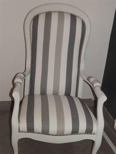 2 beaux fauteuils voltaire coloris 224 voir dans les beige taupe fauteuil