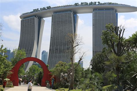 singapore gardens by the bay file moon gate gardens by the bay singapore 20120712
