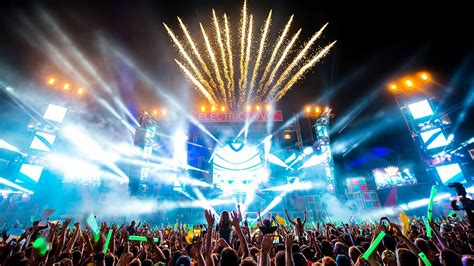 RELIVE ELECTRIC LOVE 2014 - Official Aftermovie - YouTube