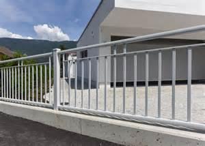zaun design zaun aus aluminium aluzaun leeb balkone und zäune