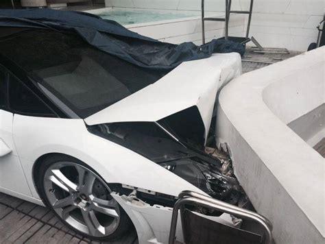 crashed white lamborghini valet crashed lamborghini gallardo spyder in india gtspirit