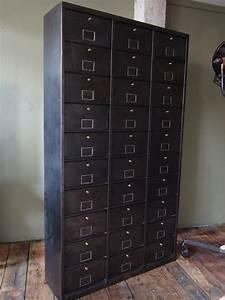Mobilier Industriel Ancien : ancien grand meuble 30 casiers industriel a clapet 1950 ~ Teatrodelosmanantiales.com Idées de Décoration