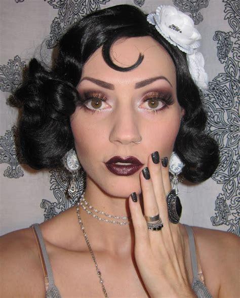 Glitter is my crack : 1920's Flapper Makeup/Costume look