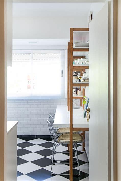 cocina  piso tipo damero revestimiento en paredes tipo