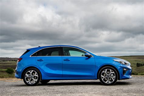 kia ceed hatchback review buying and selling parkers