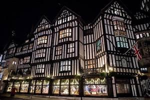 Liberty Kaufhaus London : exclusive liberty christmas windows 2017 pay homage to london london evening standard ~ Markanthonyermac.com Haus und Dekorationen